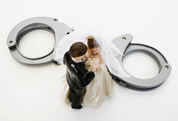 Wedding couple figurines and handcuff